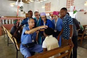 Dr. Mitch Stein examines a patient with the team observing.