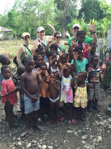 Allison Platt, Marilyn Jacobowitz, Johanna Navarrete and Elliot Barsh with happy children at the new Biclaire water well